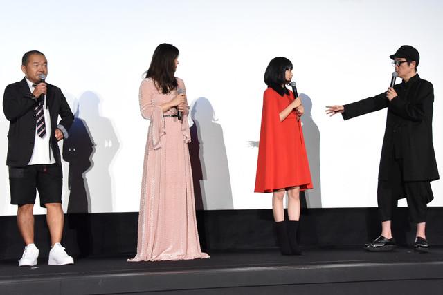 左から大根仁、篠原涼子、広瀬すず、リリー・フランキー。
