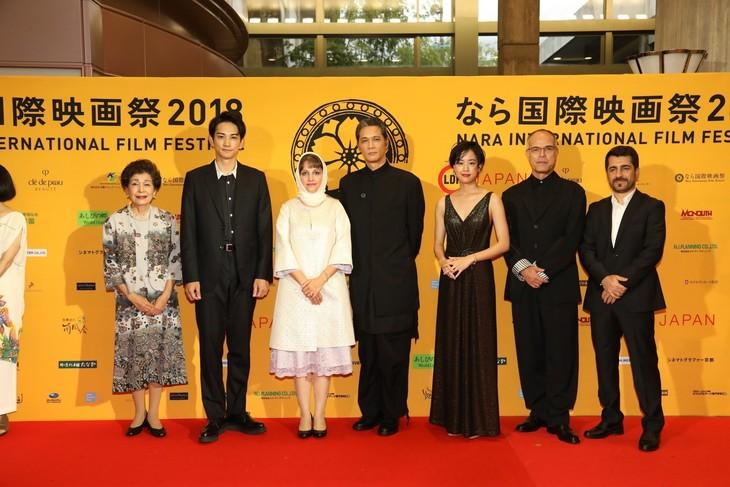 なら国際映画祭2018レッドカーペットの様子。左から白川和子、町田啓太、アイダ・パナハンデ、加藤雅也、石橋静河、田中要次、アイダ・アーサラン。