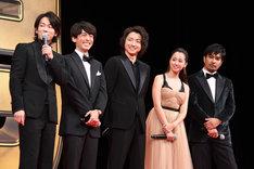 左から佐藤健、高橋一生、藤原竜也、沢尻エリカ、北村一輝。