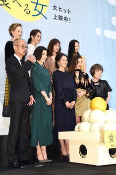 「食べる女」公開記念舞台挨拶の様子。