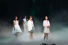 「ドゥ・ユ・ワナ・ダンス?」公開舞台稽古の様子。左から玉井詩織、高城れに、佐々木彩夏、百田夏菜子。
