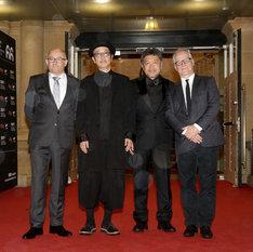 第66回サンセバスチャン国際映画祭の授賞式に出席したリリーフランキー(中央左)と是枝裕和(中央右)。(c)Festival de San Sebastián. Photo Montse Castillo