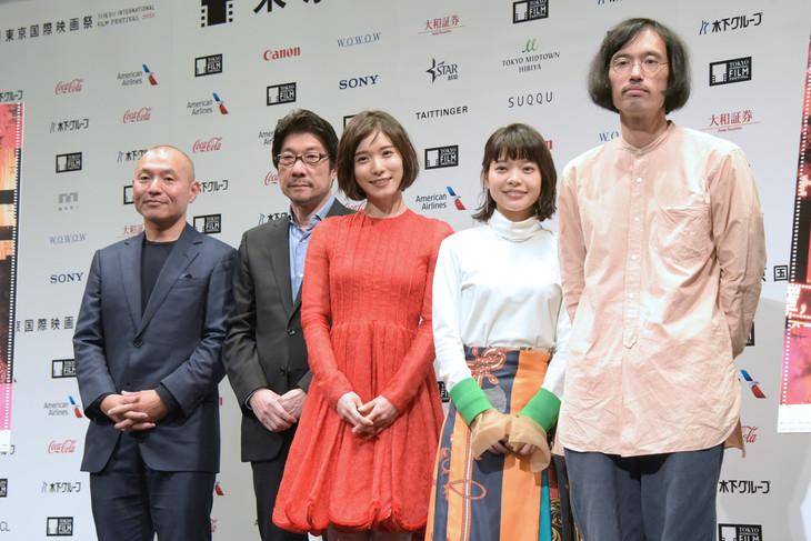 第31回東京国際映画祭ラインナップ発表会見の様子。左から湯浅政明、阪本順治、松岡茉優、岸井ゆきの、今泉力哉。