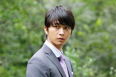 「駐在刑事」より、佐藤寛太演じる軽部翔平。