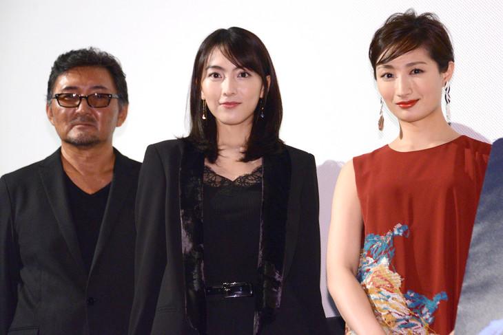 「殺る女」完成披露上映会にて、左から宮野ケイジ、知英、武田梨奈。