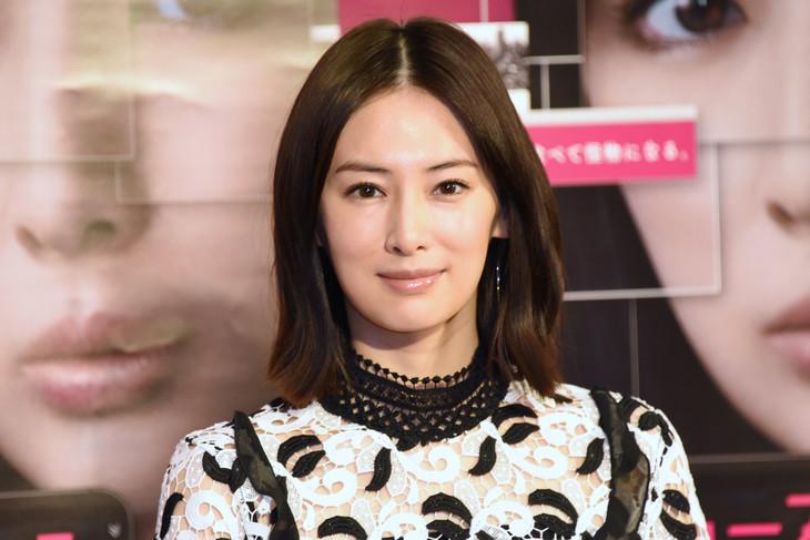 ドラマ「フェイクニュース」記者会見に出席した北川景子。