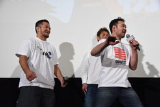 桜庭和志(右)に叩かれたあと、ニヤニヤする中村大介(左)。
