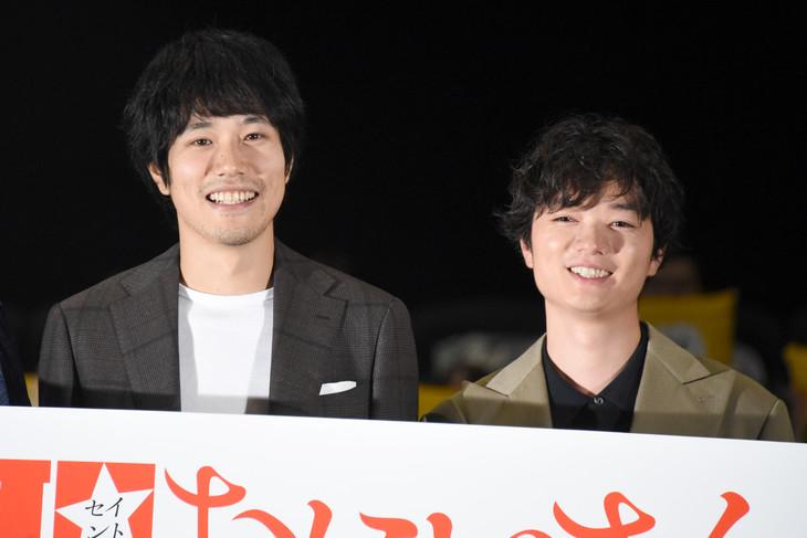 ドラマ「聖☆おにいさん」特別上映会の様子。左から松山ケンイチ、染谷将太。