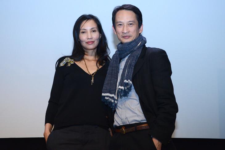 「青いパパイヤの香り」上映会にて、左からトラン・ヌー・イエン・ケー、トラン・アン・ユン。