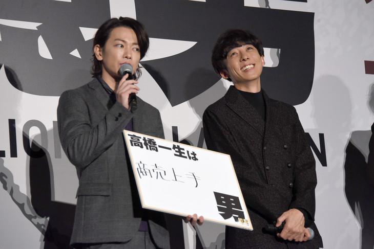 左から佐藤健、高橋一生。