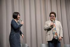 上映に駆けつけ急遽登壇することになった岡本麻弥(左)と、玄田哲章(右)。