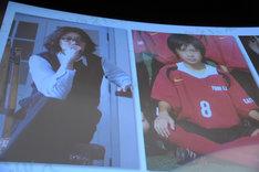 舞台挨拶で披露されたキャスト陣のおよそ10年前の写真。左から村上淳、成田凌。