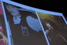 舞台挨拶で披露されたキャスト陣のおよそ10年前の写真。左から橋本愛、渡辺大知。