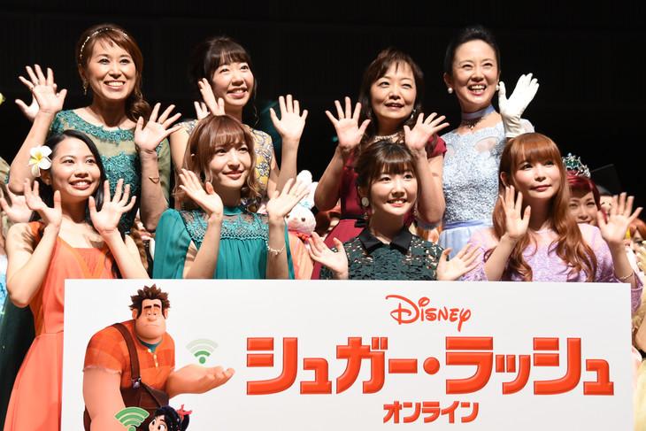 「シュガー・ラッシュ:オンライン」公開記念スペシャルトークショーの様子。上段左から麻生かほ里、平川めぐみ、すずきまゆみ、鈴木より子。下段左から屋比久知奈、神田沙也加、諸星すみれ、中川翔子。