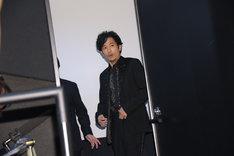 入場時、マスコミの多さに驚く稲垣吾郎。