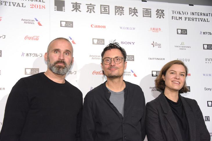 左からルネ・エズラ、マイケル・ノアー、マティルダ・アッぺリン。