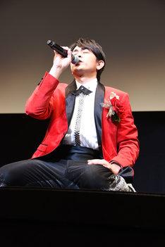 観客に感謝を述べる青柳翔。
