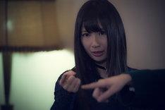 高柳明音演じるチョーカーの女。