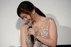 サプライズに感涙する篠原涼子。