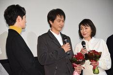 左から岡田将生、時任三郎、財前直見。