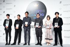 「Pen クリエイター・アワード 2018」授賞式にて、左から石上純也、名和晃平、猪子寿之、吉田鋼太郎、松岡茉優、稲垣吾郎。
