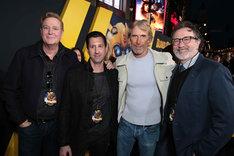 マイケル・ベイ(左から3番目)。