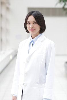 新庄雪子役の臼田あさ美。