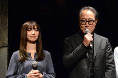 左から武藤十夢、佐野史郎。