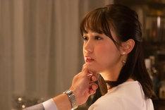 「シリーズ怪獣区 ギャラス」より、奥仲麻琴演じる片瀬エリカ。
