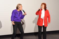 「フュージョン!」と同時に言う野沢雅子(右)と堀川りょう(左)。
