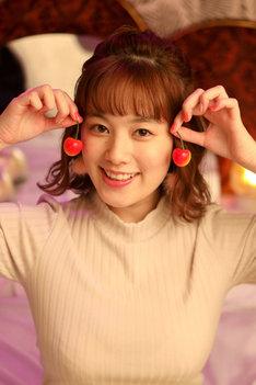 サクランボ役の筧美和子。