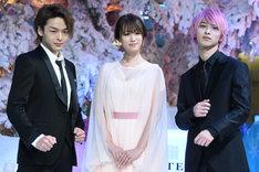 左から中村倫也、深田恭子、横浜流星。