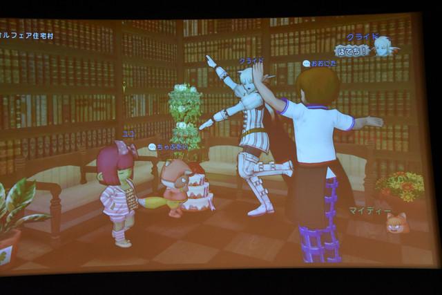 「ドラゴンクエストX 目覚めし五つの種族 オンライン」を用いて、本田翼が操作するキャラクターを当てる場面。