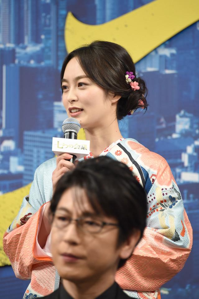 朝倉あき(奥)
