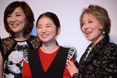 左から生田智子、福地桃子、水野久美。