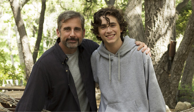 「ビューティフル・ボーイ」でデヴィッドを演じたスティーヴ・カレル(左)とニックに扮したティモシー・シャラメ(右)。