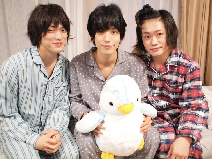 「寝ないの?小山内三兄弟」キャスト。左から眞嶋秀斗、黒羽麻璃央、鳥越裕貴。