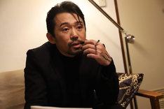 「JOKER×FACE」より、岡田義徳演じる松田。