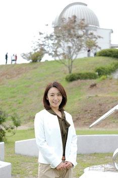 小川天文台を訪れた酒井美紀。