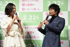 左から松下奈緒、安田顕。