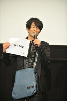 初日を迎えた心境をアドリブワードで表現する津田健次郎。