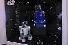 「スター・ウォーズ」ブースに展示されたエンパイアー・クルー・ジャケット。