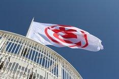 """大阪・通天閣に掲げられた、埼玉の""""さ""""を丸で囲んだ""""○さ""""の旗。"""