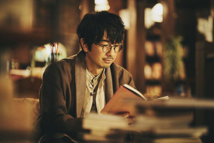 「おやすみ王子」第1話より、眞島秀和。(写真提供:NHK)