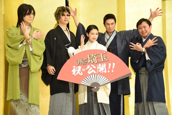 「翔んで埼玉」初日舞台挨拶の様子。左から京本政樹、GACKT、二階堂ふみ、伊勢谷友介、武内英樹。