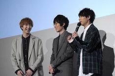 櫻井圭佑(左)とのやり取りを「ロケバスで打ち合わせしてたんです」とバラす須賀健太(右)。