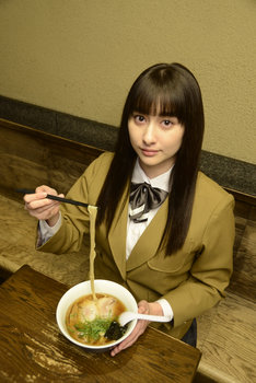 「ラーメン大好き小泉さん2016年末SP」より、早見あかり演じる小泉さん。