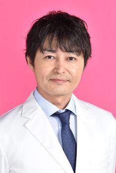 柳楽圭一郎役の安田顕。