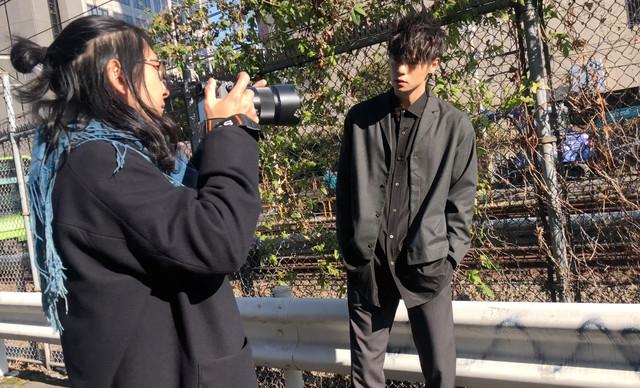 「窪田正孝×写真家・齋藤陽道 カレンダー2019」メイキングカット
