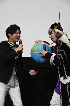 左から梶裕貴、ゴー☆ジャス。